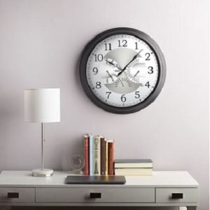 The Date Displaying Atomic Wall Clock - The atomic wall clock that displays the time, calendar date, day of the week and month